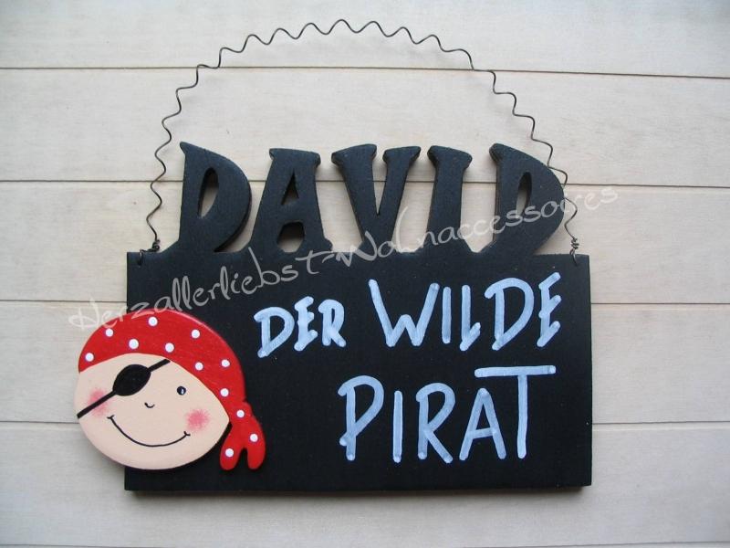 - Süßes Türschild aus Holz - Der wilde Pirat - mit dem Namen deines Kindes  - Süßes Türschild aus Holz - Der wilde Pirat - mit dem Namen deines Kindes