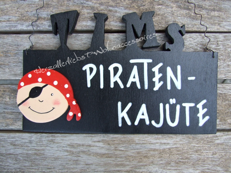 Kleinesbild - Süßes Türschild aus Holz - Der wilde Pirat - mit dem Namen deines Kindes