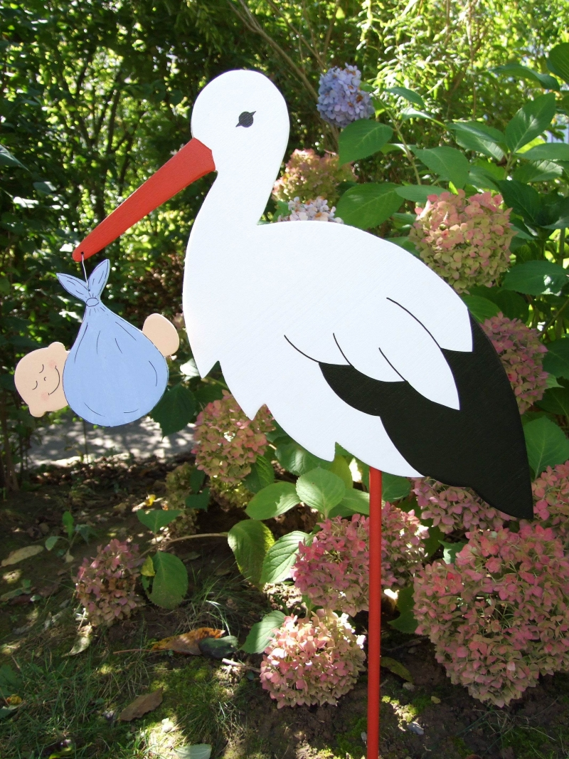 - Storch (80cm aufgebaut) aus Holz mit Babybündel im Schnabel   - Storch (80cm aufgebaut) aus Holz mit Babybündel im Schnabel