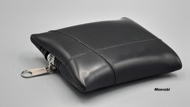 Kleinesbild - Frisch vom Feld: Treckerschlauch mal anders - Etui mit silbernem Reißverschluss - Upcycling