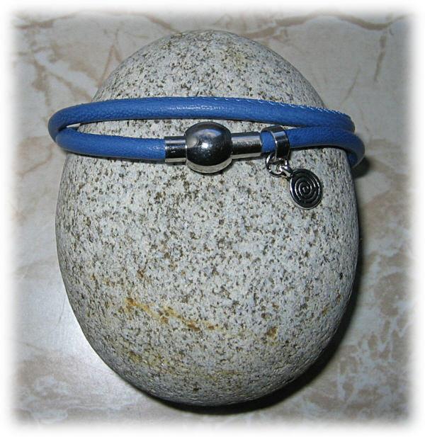 Kleinesbild - Nappaleder-Armband, blau, zweifach mit kleinem Spiral-Anhänger