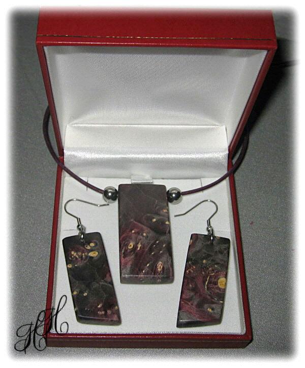 Kleinesbild - Set - Holzanhänger + Ohrhänger (stabilisiert) + Edelstahlkugeln + Lederkette + Etui