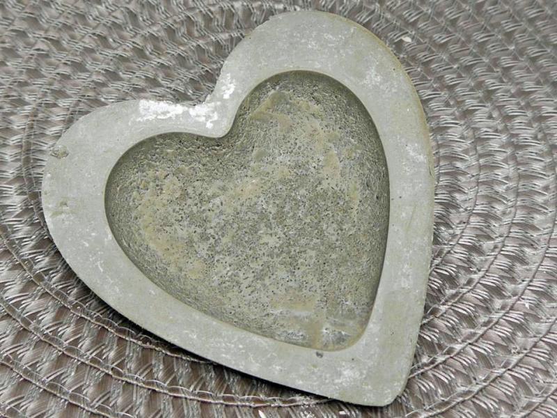 kunst aus stein herz betonschale aufbewahrung aus beton zum bemalen. Black Bedroom Furniture Sets. Home Design Ideas