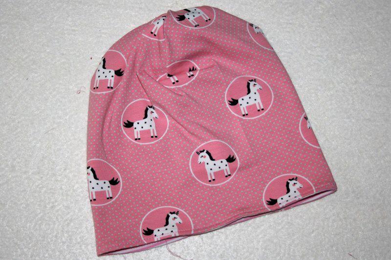 Kleinesbild - Niedliche Babymütze rosa/weiß geringelt mit Einhornapplikation, KU 44cm