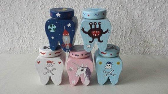 Kleinesbild - Milchzahndose, Zahndose Prinzessin, Pirat, Rakete, Astronaut, Dinosaurier, Monster, Einhorn  ♡ NurVonMir