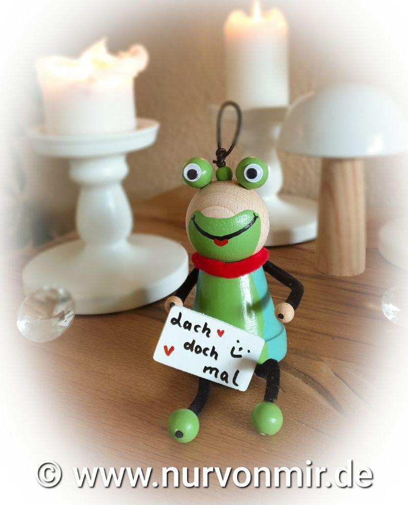 """Kleinesbild - Frosch """"Freddi"""" ♡ Dekohänger Glücksbringer handbemalt mit Spruch/Namen möglich, Love, Muttertag """"Bin im Garten"""" lustig Tontopffigur Frühling"""