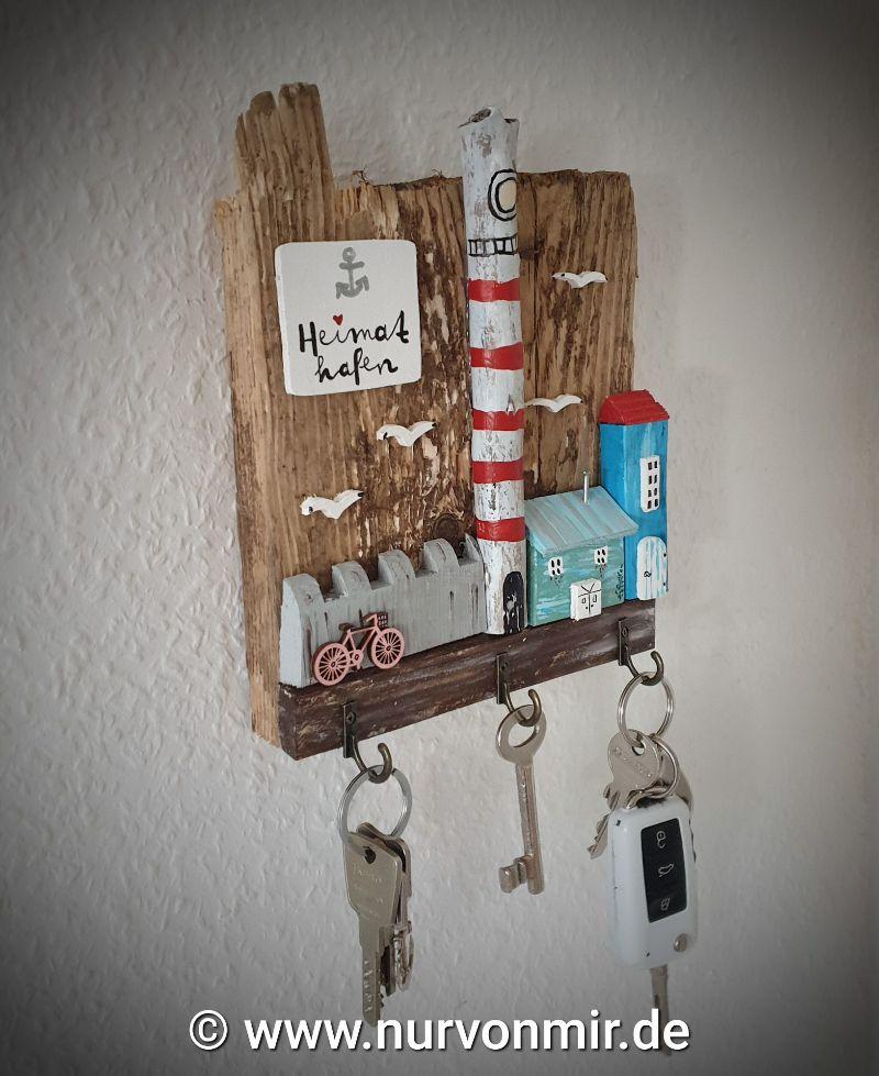 Kleinesbild - Außergewöhnliches Schlüsselbrett aus Treibholz und Altholz, ein einzigartiges Unikat Deko Leuchtturm Holzhaus Haus Häuser Holzhausdeko Dekohaus handbemalt Schlüsselanhänger Schlüss
