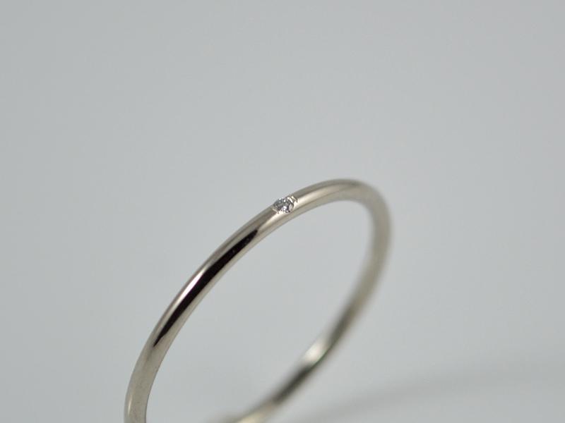 Kleinesbild - Feiner 585er Weißgoldring mit Diamant