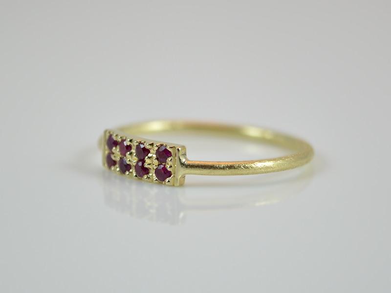 Kleinesbild -  Goldring -Pave- zarter und zeitloser Ring aus 585er Gold mit Rubine