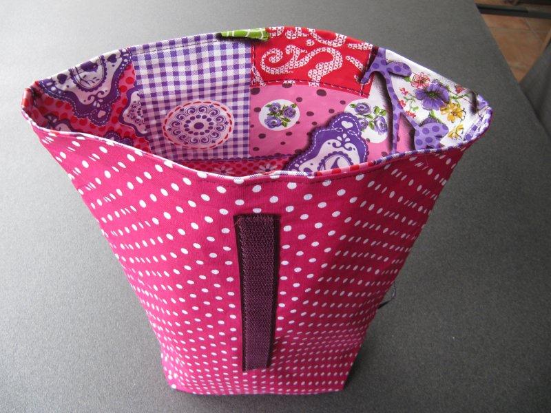 Kleinesbild - Lunchbag - Rolltasche - Kulturtasche  ,weiße Punkte auf pink