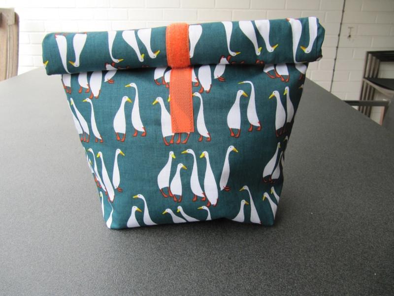 - Lunchbag - Rolltasche - Kulturtasche  ,weiße Gänse auf grün - Lunchbag - Rolltasche - Kulturtasche  ,weiße Gänse auf grün