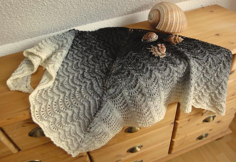 Kleinesbild - Tuch aus Wolly Hugs Bobbel-Garn merino 101