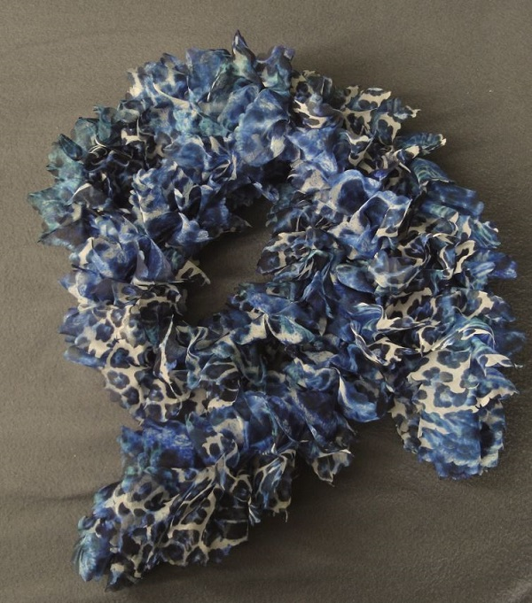 - Schal aus Katia Tutu Farbe: blau-weiss - Schal aus Katia Tutu Farbe: blau-weiss