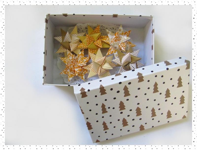 Kleinesbild - 6 handgearbeitete Fröbelsterne in hübscher Box
