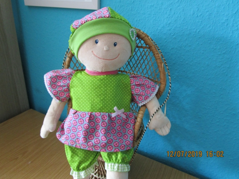 - 3tlg. Puppenkleidung,  Hose, Hut, Kleid  für Puppengröße  40 -  45 cm  - 3tlg. Puppenkleidung,  Hose, Hut, Kleid  für Puppengröße  40 -  45 cm
