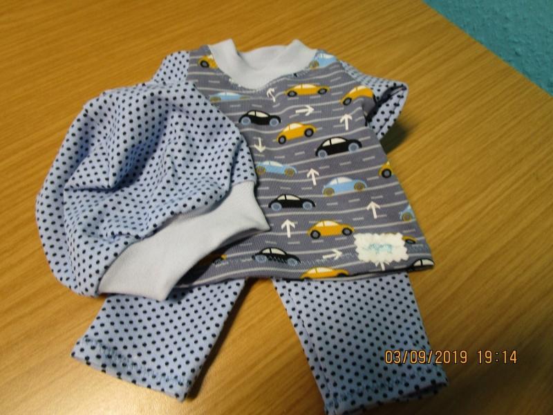 Kleinesbild - 3tlg. Puppenkleidung Hose, T-Shirt und Mütze für Puppengröße 40-45cm mit bunten Autos