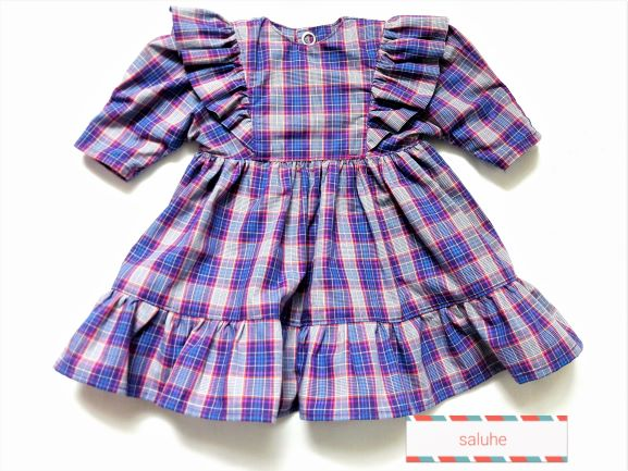- Puppenkleid kariert mit Rüsche an den Armansätzen für eine Größe von 30 bis 35 cm  - Puppenkleid kariert mit Rüsche an den Armansätzen für eine Größe von 30 bis 35 cm