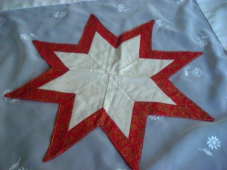 Kleinesbild -  SALE-Weihnachtsstern in rot-weißen Farben mit aufwendiger Patchworktechnik, Weihnachtsdeko