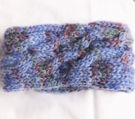 - Stirnband handgestrickt in blau meliert mit Zopfmuster für Frauen und Männer   - Stirnband handgestrickt in blau meliert mit Zopfmuster für Frauen und Männer
