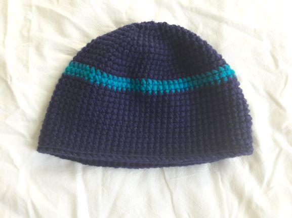 - Wollmütze handgehäkelt dunkelblau mit türkis geringelt in Größe M für Frauen und Männer  - Wollmütze handgehäkelt dunkelblau mit türkis geringelt in Größe M für Frauen und Männer