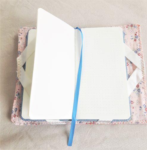 Kleinesbild - Buchhülle in Crazypatchwork für ein Notizbuch oder Kalender in A6 Format