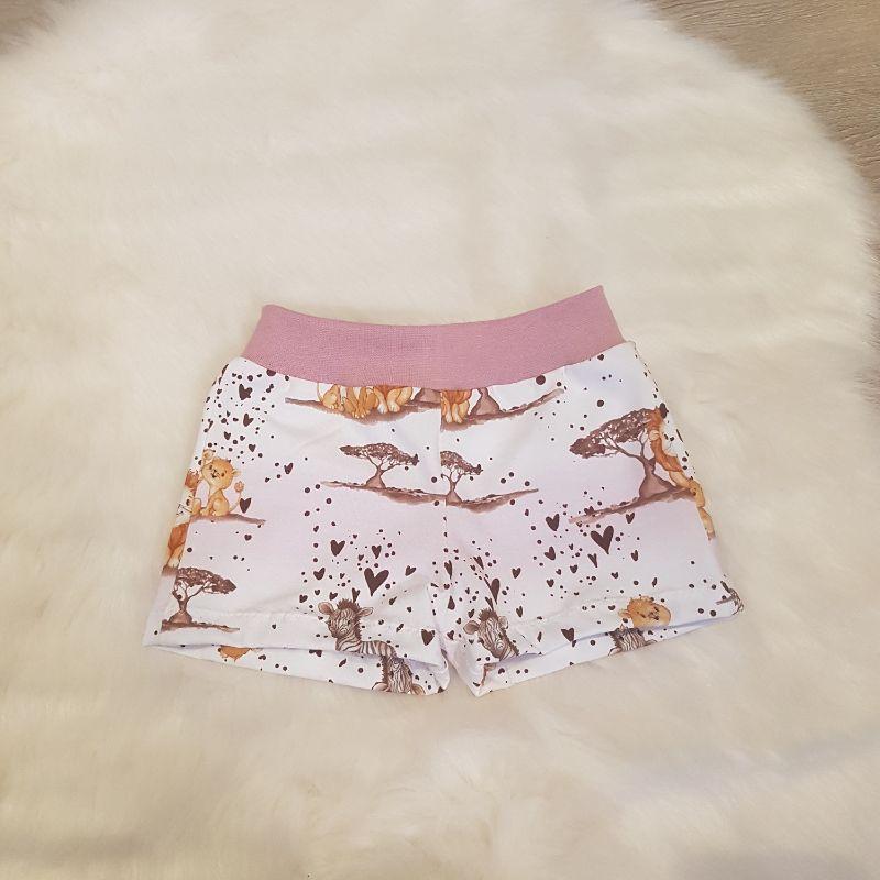 - kurze Hose * Shorts * Tiere aus Afrika * Gr.74/80 * Löwe * Zebra * Herzen * weiß * Jersey    - kurze Hose * Shorts * Tiere aus Afrika * Gr.74/80 * Löwe * Zebra * Herzen * weiß * Jersey