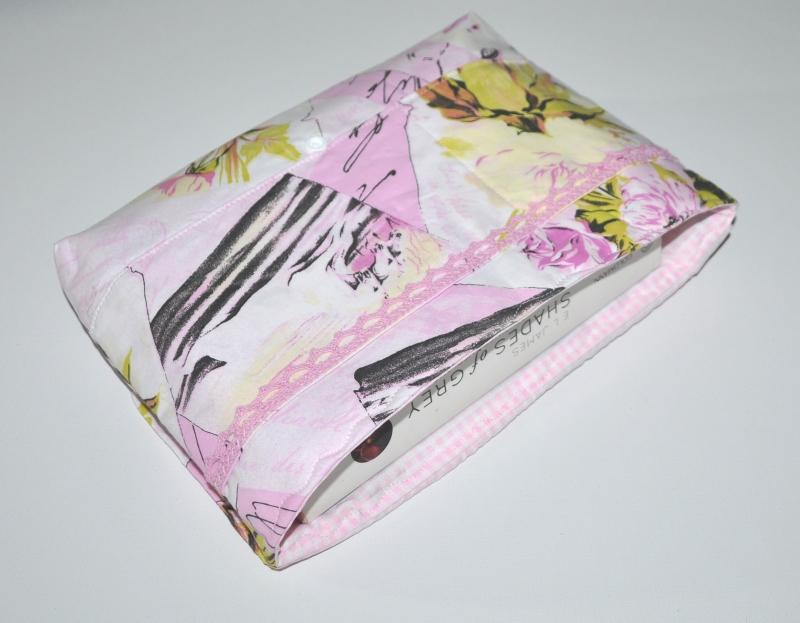 Kleinesbild - Büchertasche - Buchtasche - Schutzhülle Shabby mit Häkelapplikation