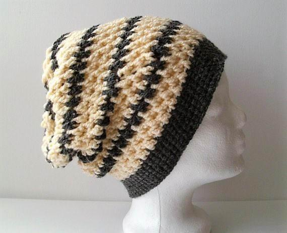 - Gehäkelte Mütze - Beanie in natur und grau gestreift - Gehäkelte Mütze - Beanie in natur und grau gestreift