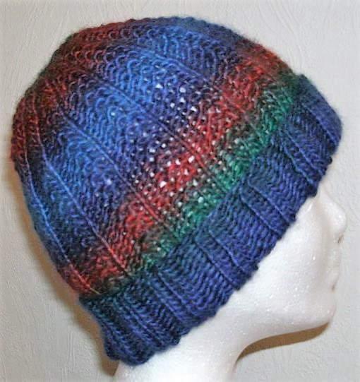 Kleinesbild - Handgestrickte Mütze - Beanie in blau und rot Tönen