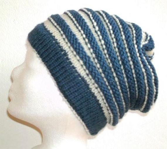- Handgestrickte Mütze - Beanie mit Wurmmuster in blau und natur  - Handgestrickte Mütze - Beanie mit Wurmmuster in blau und natur