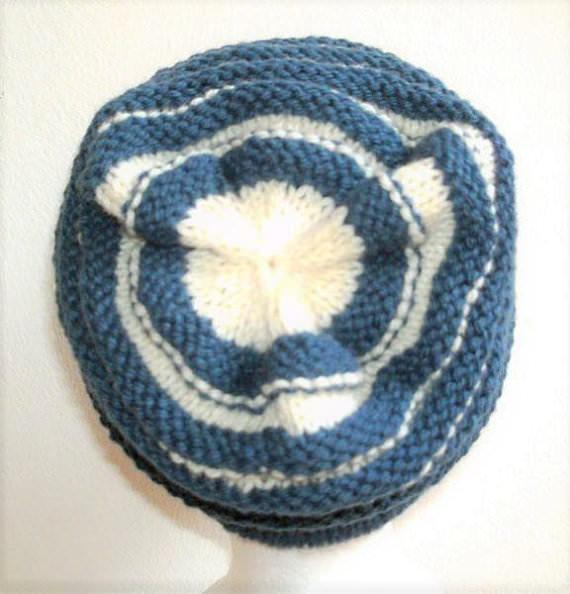 Kleinesbild - Handgestrickte Mütze - Beanie mit Wurmmuster in blau und natur