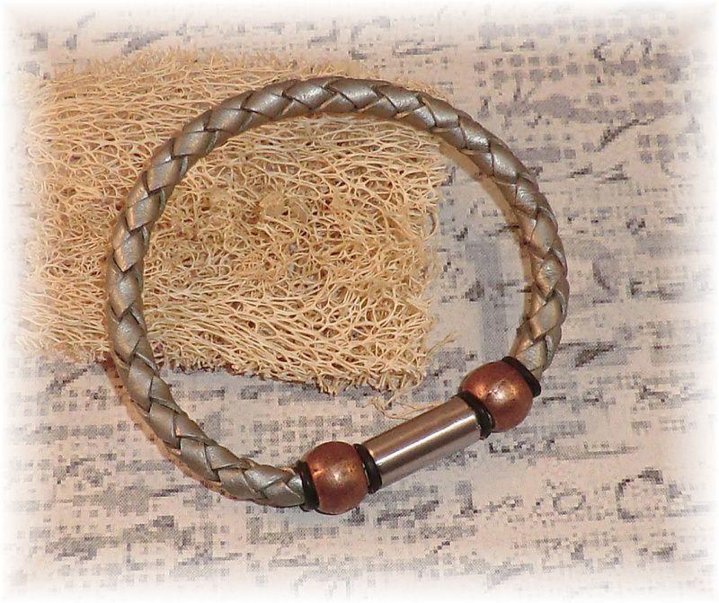 - #Fuerza# elegantes handgefertigtes Lederarmband mit kupferfarbigen Perlen und Edelstahl-Magnetverschluss für Männer - #Fuerza# elegantes handgefertigtes Lederarmband mit kupferfarbigen Perlen und Edelstahl-Magnetverschluss für Männer