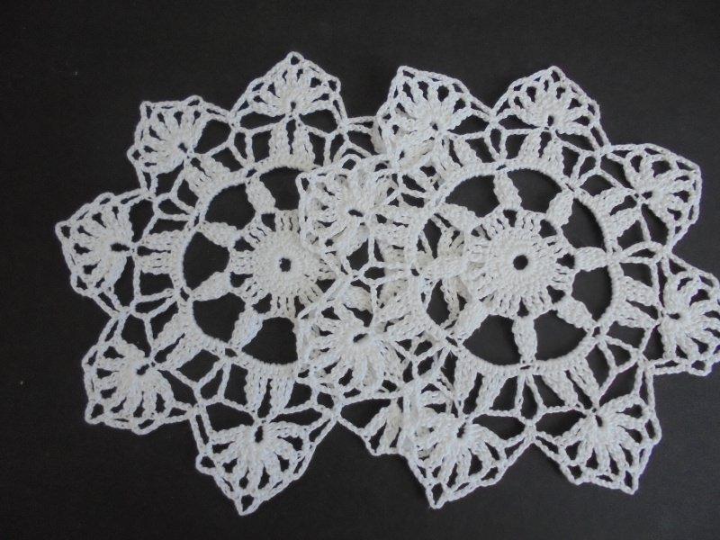 Kleinesbild - 2er Set Minideckchen/Untersetzer/Platzdeckchen-Geschenk-Deckchen-Häkeldeckchen-Handarbeit-gehäkelt-Baumwolle