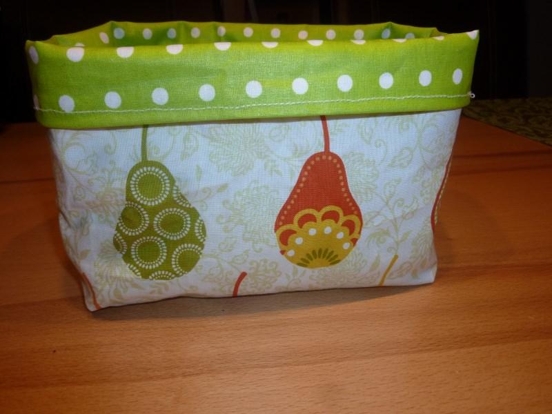 Kleinesbild - Utensilo mit Birnen * Obstkorb * Brötchenkorb * Aufbewahrungskorb aus Baumwollstoff und Wachstuch genäht kaufen * Stoffkörbchen