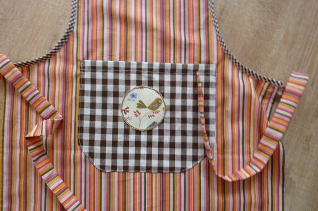 Kleinesbild - Kinderschürze genäht aus Baumwollstoffen mit bunten Streifen kaufen ~ Backschürze ~ Kochschürze ~ Kaufladenschürze