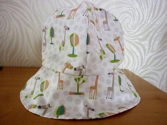 Kleinesbild - Sonnenhut mit Giraffen in weiß, beige und grün aus Baumwollstoffen genäht für Kinder kaufen