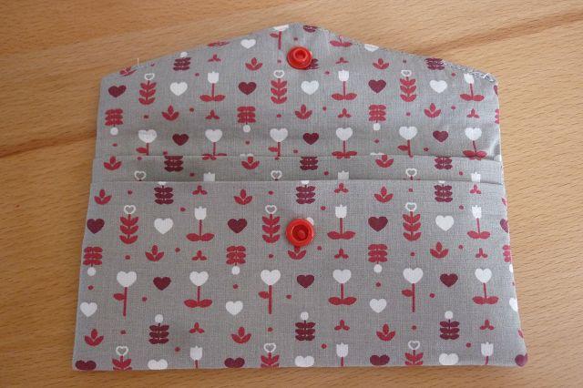 Kleinesbild - Täschchen bzw. kleines Portemonnaie aus Baumwollstoff in grau mit kleinem Blümchenmuster genäht kaufen