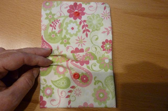 Kleinesbild - Täschchen bzw. kleines Portemonnaie aus Baumwollstoff mit floralen Motiven genäht kaufen