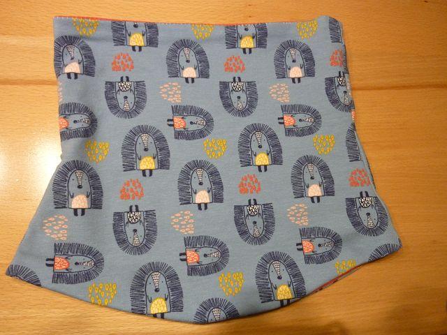 Kleinesbild - Kinderloop ~ Schlauchschal mit Igeln aus Baumwolljersey handgenäht in blaugrau kaufen~ Halssocke ~ Schlupfschal