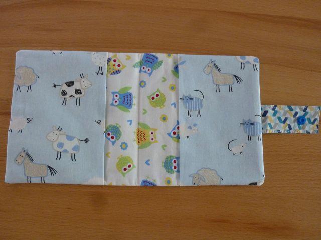 Kleinesbild - Genähte Minibuchhülle, bzw. -tasche aus Baumwollstoff mit Tiermotiven vom Bauernhof kaufen ~~ Buchhülle für Minibücher~~ zum Mitnehmen für Unterwegs
