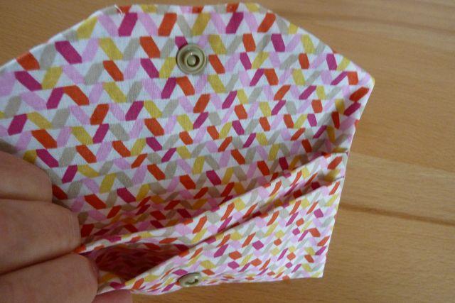 Kleinesbild - Täschchen bzw. kleines Portemonnaie aus Baumwollstoff in rot und weiß genäht kaufen