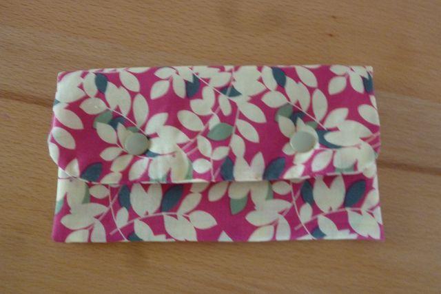 - Täschchen bzw. kleines Portemonnaie aus Baumwollstoff in creme und pink mit Blättermuster genäht kaufen     - Täschchen bzw. kleines Portemonnaie aus Baumwollstoff in creme und pink mit Blättermuster genäht kaufen