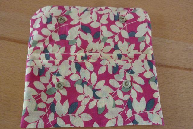 Kleinesbild - Täschchen bzw. kleines Portemonnaie aus Baumwollstoff in creme und pink mit Blättermuster genäht kaufen