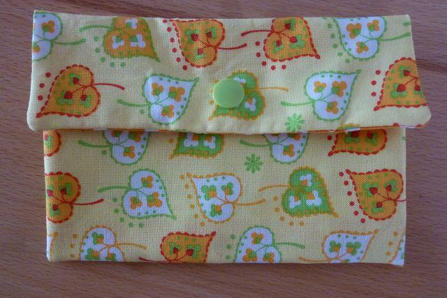- Täschchen bzw. kleines Portemonnaie aus Baumwollstoffen in gelb und orange mit Blättern und Pünktchen genäht kaufen  - Täschchen bzw. kleines Portemonnaie aus Baumwollstoffen in gelb und orange mit Blättern und Pünktchen genäht kaufen