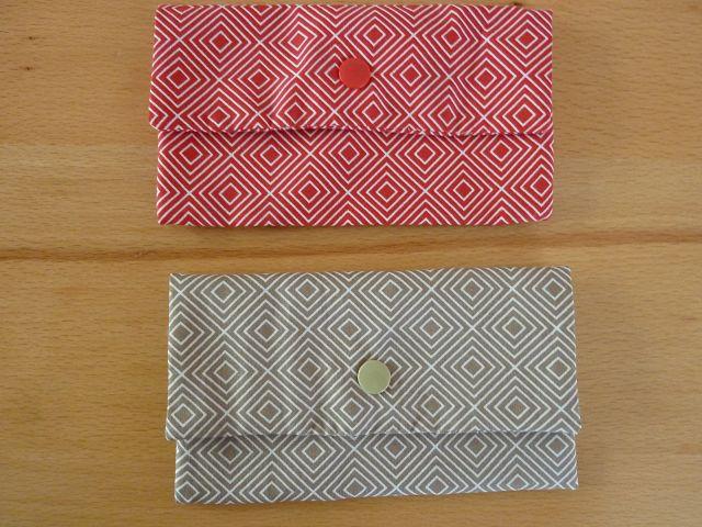 - Täschchen bzw. kleines Portemonnaie aus Baumwollstoff in beige oder rot mit Rautenmuster genäht kaufen      - Täschchen bzw. kleines Portemonnaie aus Baumwollstoff in beige oder rot mit Rautenmuster genäht kaufen