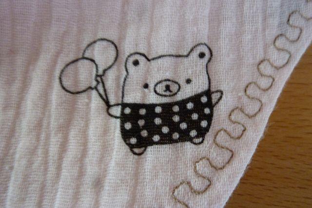 Kleinesbild - Wendehalstuch aus Baumwollstoffen mit kleinen Bären in rosé genäht kaufen ~~ mit Druckknopf zu schließen~