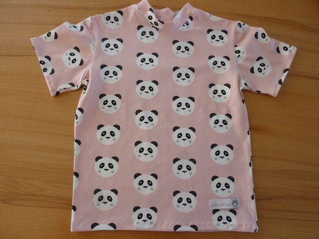 - Kindershirt mit kurzem Ärmeln aus Baumwolljersey genäht in rosé, mit Pandagesichtern in schwarz-weiß kaufen  ~*~  - Kindershirt mit kurzem Ärmeln aus Baumwolljersey genäht in rosé, mit Pandagesichtern in schwarz-weiß kaufen  ~*~