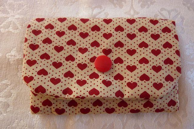 - Täschchen bzw. kleines Portemonnaie aus Baumwollstoff mit Herzen und Pünktchen genäht kaufen      - Täschchen bzw. kleines Portemonnaie aus Baumwollstoff mit Herzen und Pünktchen genäht kaufen