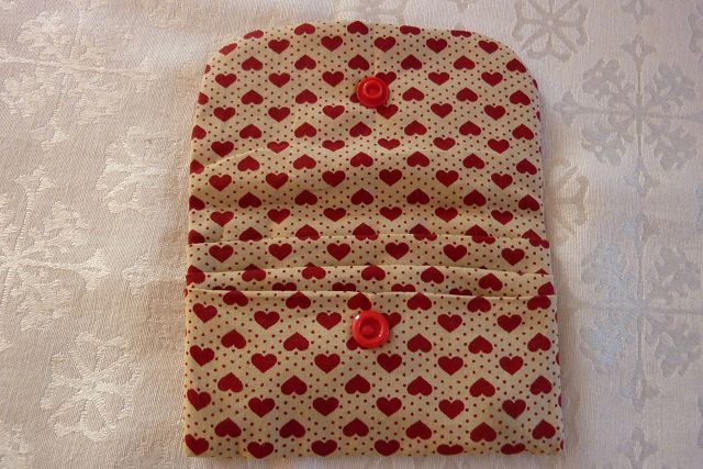 Kleinesbild - Täschchen bzw. kleines Portemonnaie aus Baumwollstoff mit Herzen und Pünktchen genäht kaufen
