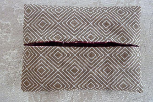 Kleinesbild - Wende-Taschentücher Tasche genäht aus Baumwollstoffen mit Blümchen und Karos kaufen * TaTüTa* Kosmetiktäschchen ~ griffbereite Taschentücher